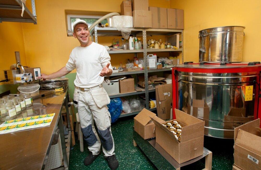 Tartumaa mesinik Allan Sarap ütleb, et meetalu meeruumis ja -laos peab olema paar ruutmeetrit pinda iga mesilastaru kohta. Tal endal on tarvis veel üht-teist korrastada, et kõik seatud nõuded täidetud oleksid.