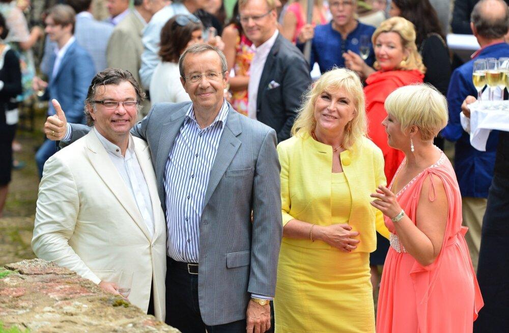 Oandu vesiveski hoones võõrustasid Reinsalu ja president Toomas Hendrik Ilves esimesi prominentseid pidusid, mis said tuntuks Eesti sõprade rahvusvahelise kokkutuleku nime all.
