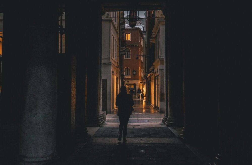 Itaalias rännanud eestlanna meenutab ööd Veneetsias: jookseme aina edasi, veremaitse kurgus ja nutuvõru suu ümber...