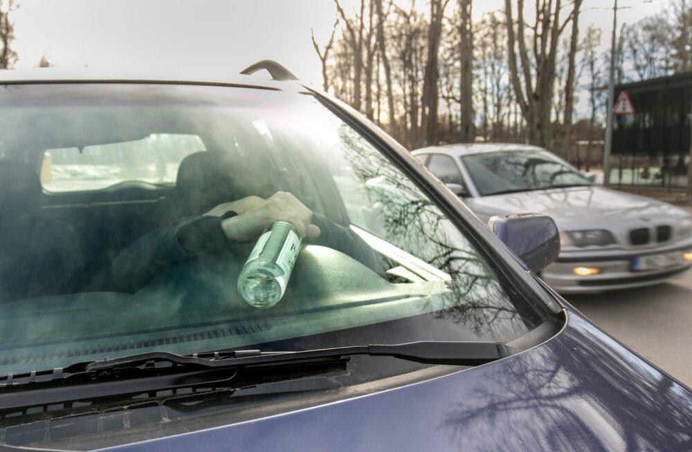 Lätis tabati Viljandist varastatud auto, juht oli purjus ja juhiloata
