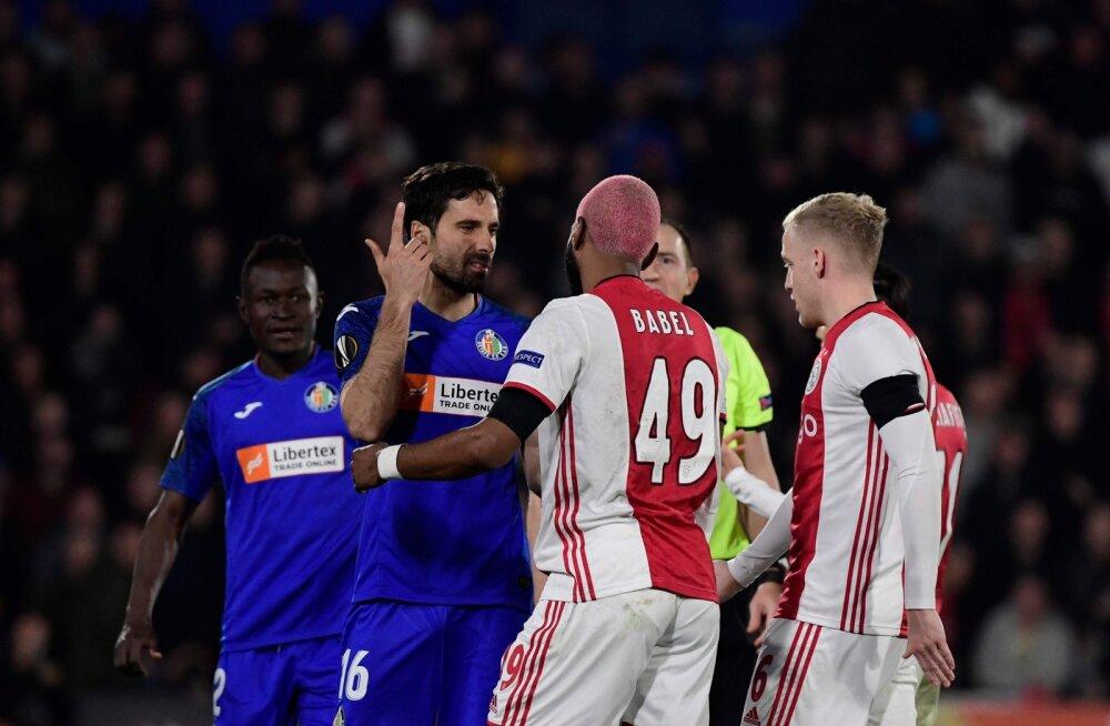 VIDEO | Vastase peale vihastanud Ajaxi staar mõnitas karmimat vigastust teeselnud konkurenti
