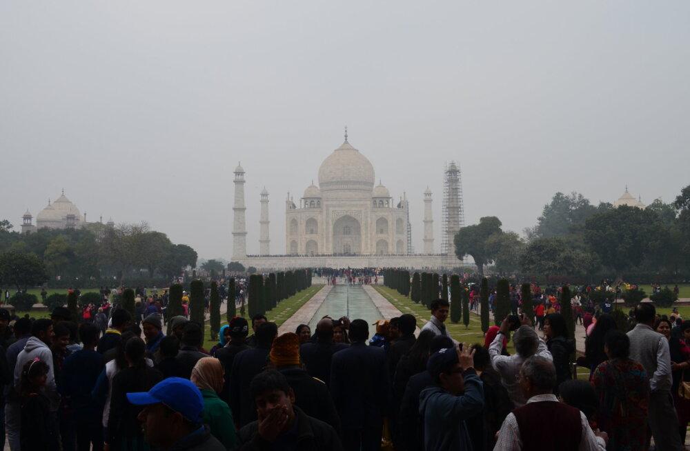 Taj Mahal, elevandiluukarva valgest marmorist mausoleum, mis kuulub seitsme maailmaime hulka ja on India kõige tuntum vaatamisväärsus.
