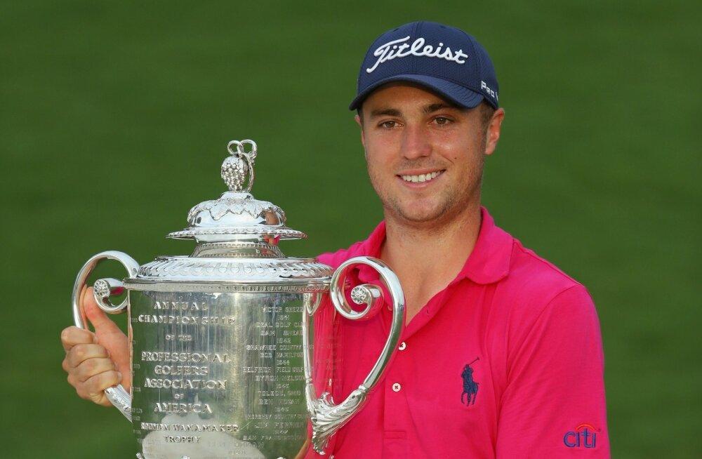 Justin Thomas PGA meistrivõistluste võidukarikaga