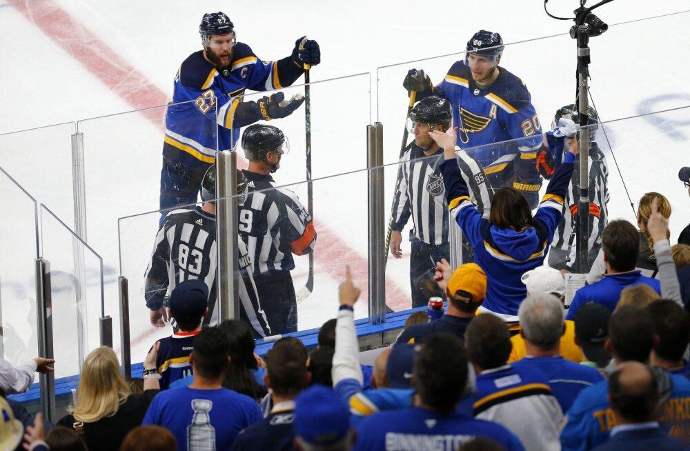 VIDEO | Absurdne punkt reegliteraamatus jättis NHL-i play-off'is kehtima vastuolulise lisaajavärava