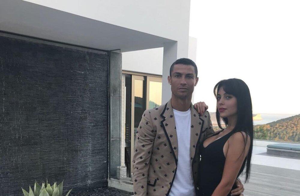 FOTOD | Ronaldo uueks koduks saavad kaks villat Torino miljonäride rajoonis