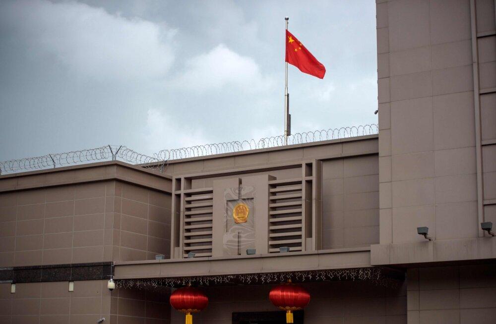FBI väitel varjab Hiina San Francisco konsulaadis Hiina armeega seotud tagaotsitavat teadlast