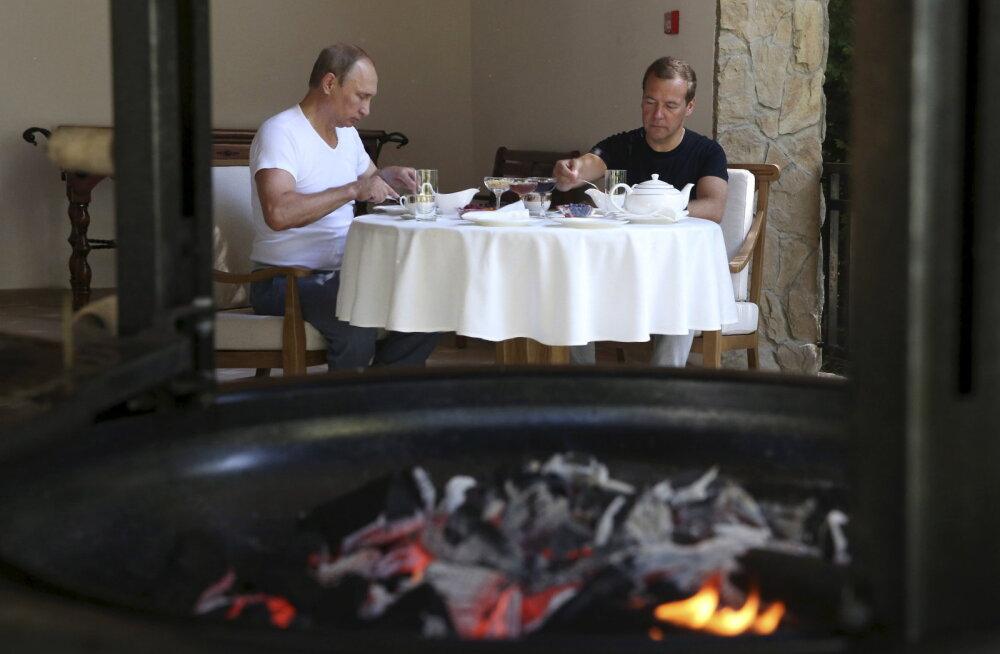 Putin ja Medvedev grillisid koos Sotšis liha