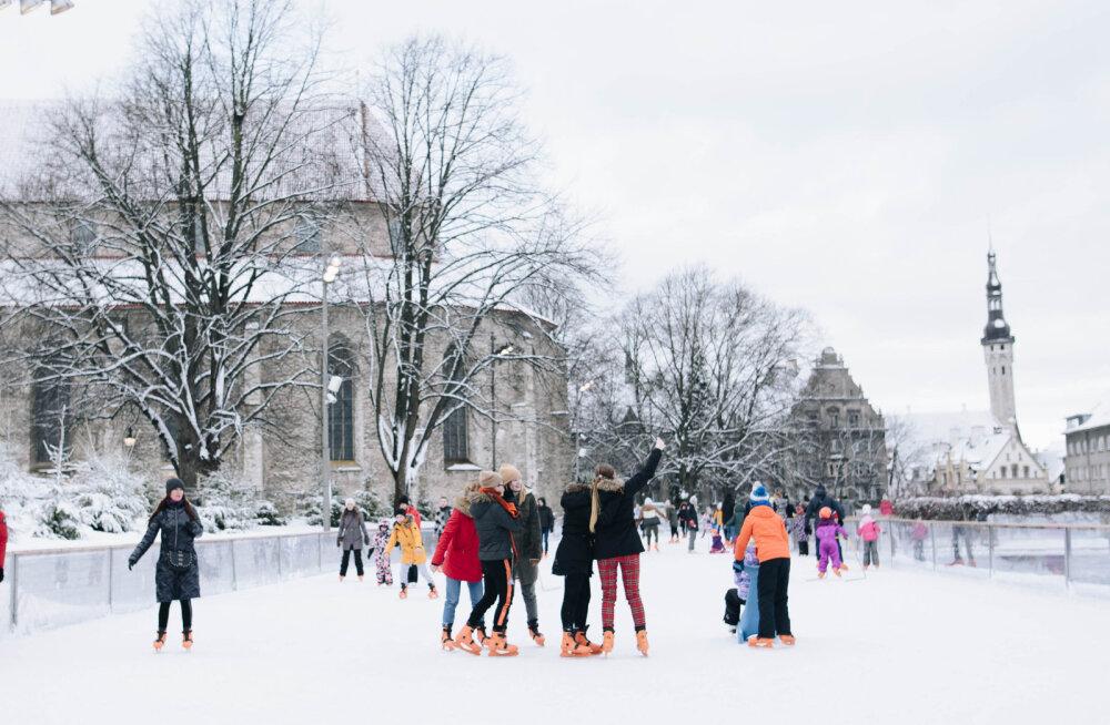 Начиная с понедельника в Старом городе можно кататься на коньках