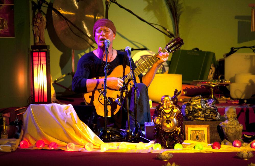 Eestit külastab šamanistliku muusika superstaar ja ülemhelide laulja Darpan Austraaliast