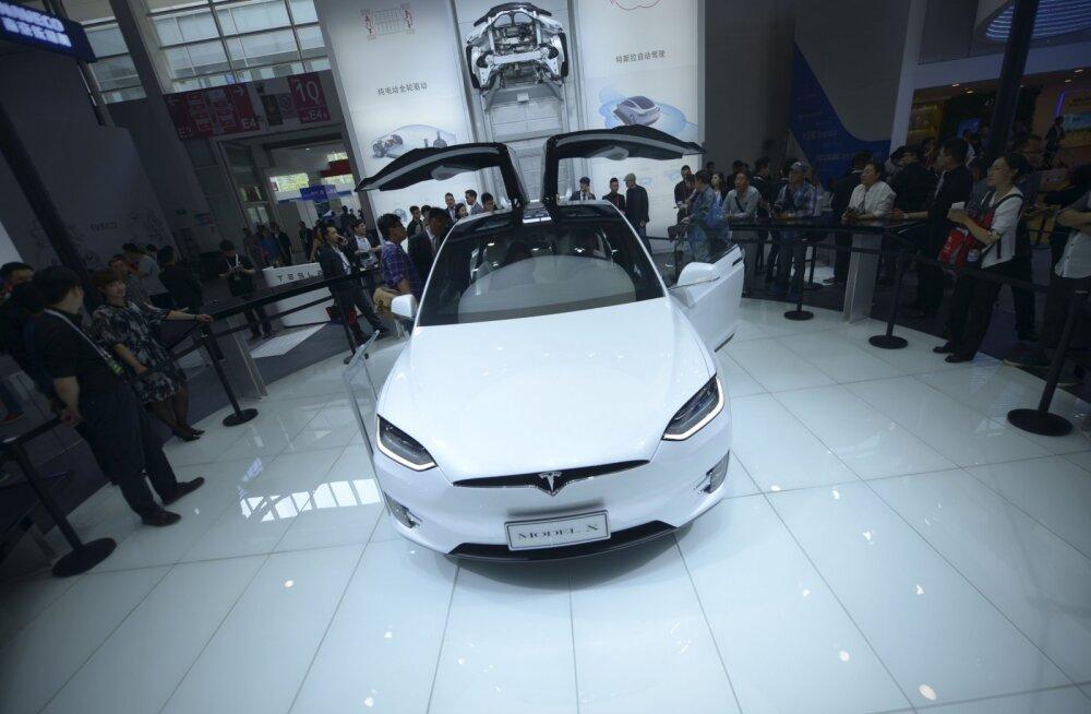 Veider lugu: Daimler rentis baierlaste paarilt Tesla, väntsutas masinat salaja mitmekülgselt ja võttis selle juppideks lahti