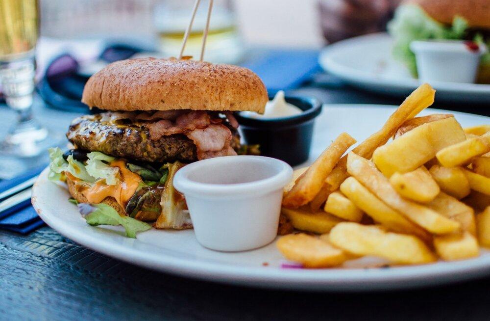 Rasvunud ja ülekaaluline inimkond: 140 gigatonni toitu on õgitud selleks, et rasvuda