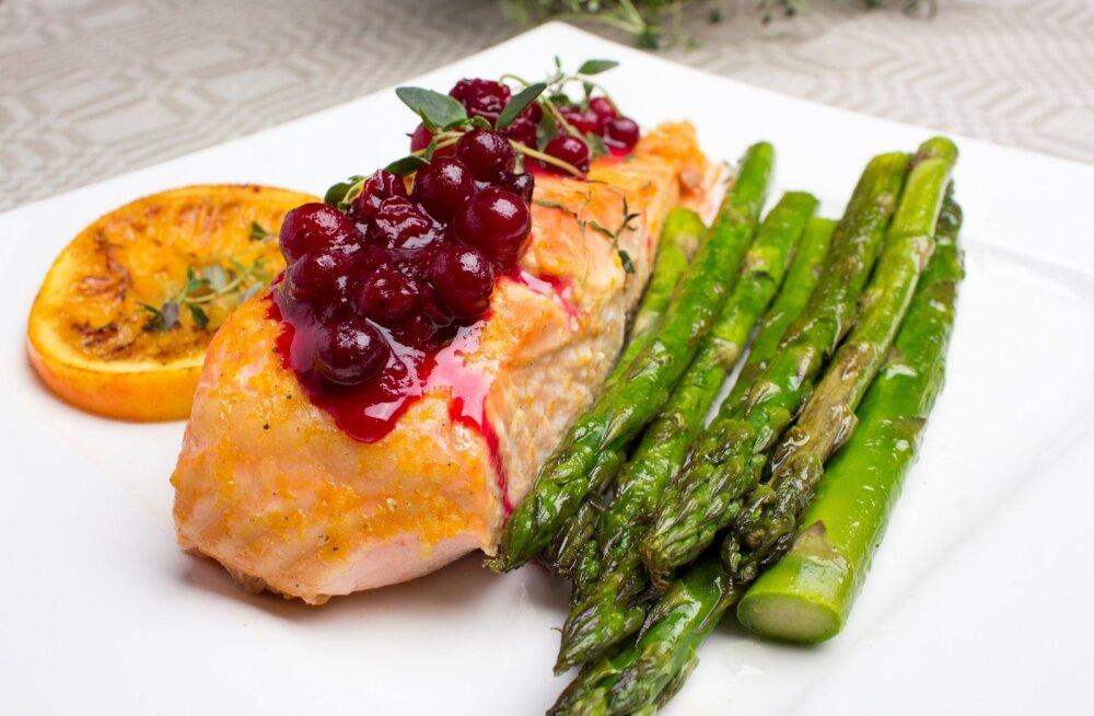 D-vitamiini hea allikas on rasvane kala ning ka munakollane.