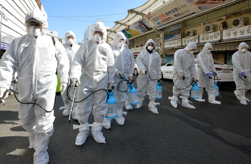 Uue koroonaviiruse plahvatuslik levik väljaspool Hiinat süvendab võimudes hirmu pandeemia ees