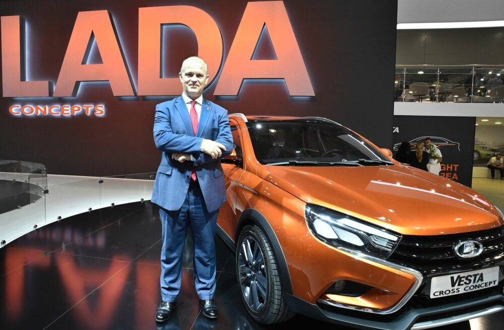 AvtoVAZi juhatuse esimees, prantsuse ärimees  Nicolas Maure Lada Vestaga Moskva automessil.