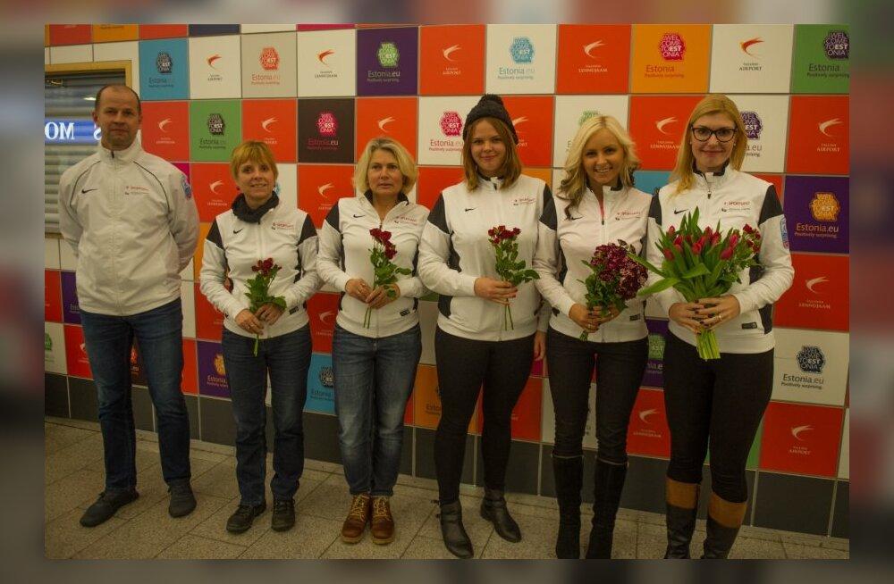 Eesti curlingu naiskond saabus koju