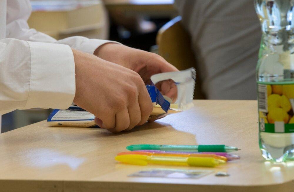 Psühhiaater: aina rohkem on üledoose nn korralikest peredest lastel eksamite ajal
