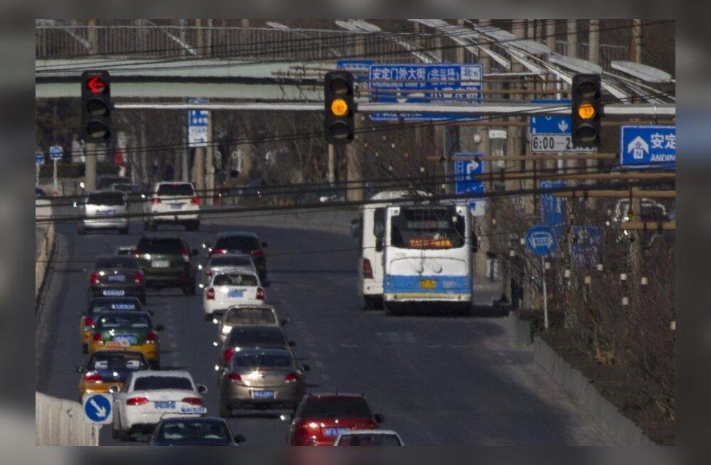 Hiinas on nüüd kollase tule alt sõitmine karistatav