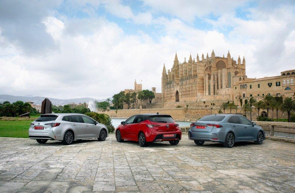 Corolla pesakonnas on kolm eri keretüüpi: universaal, luukpära ja sedaan.