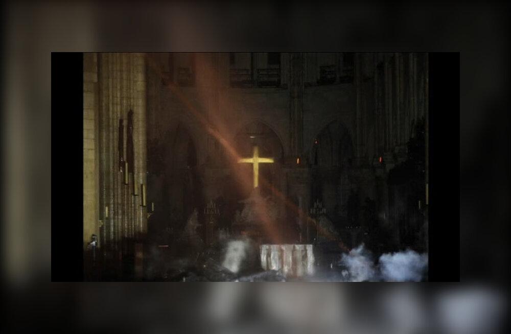 Собор Парижской Богоматери потушили. Реставрация здания может занять от пяти до нескольких десятков лет