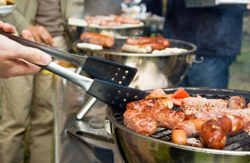 Arst: Kas teadsid, et ülesöömine grillipidudel võib lõppeda tõsise tervisehädaga?