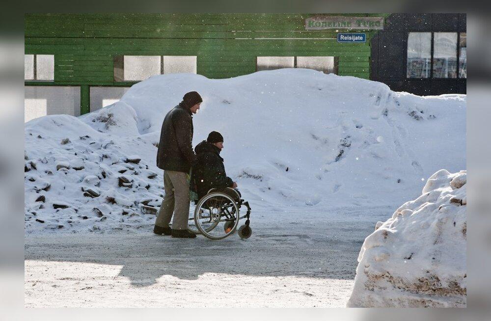 100 000 puudega inimese kõrval on sama palju töötuid, sissetulekuta hooldajaid