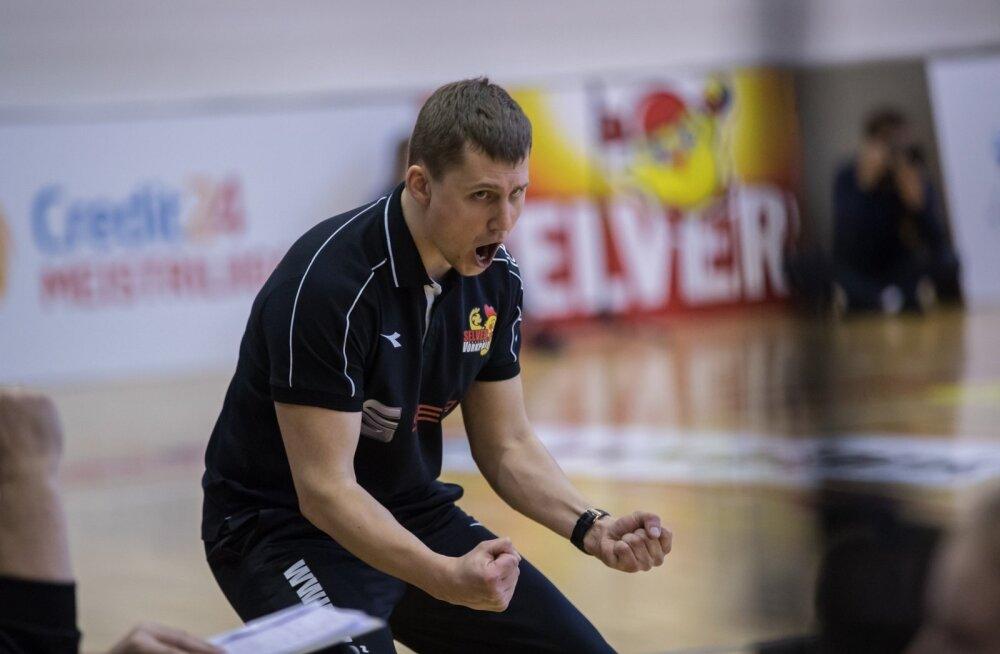 Võidurõõmus Tallinna Selveri võrkpalliklubi peatreener Rainer Vassiljev.