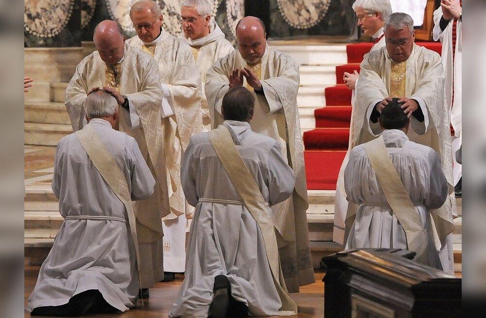Vatikan hoiatas Iiri piiskoppe pedofiiliast politseisse teatamise eest