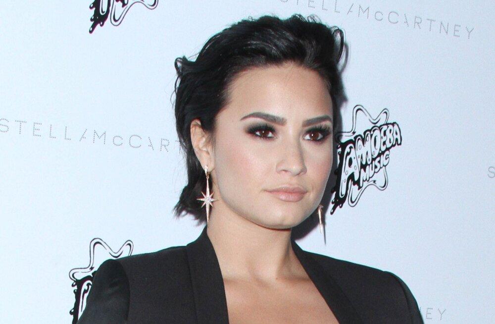 Demi Lovato üledoosi põhjus selgunud: diiler tõi staarile ekslikult fentanüülivoldikud