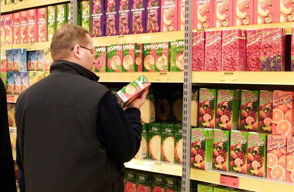 Mahla- ja nektaririiul supermarketis.