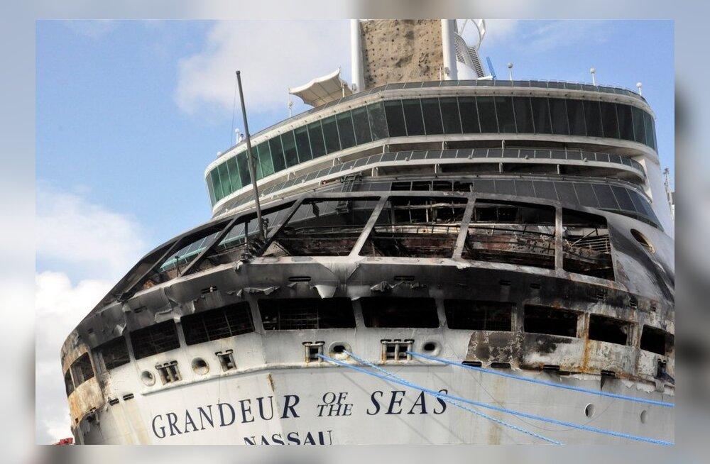 FOTOD: 2200 reisijaga kruiisilaeval puhkes Bahama saarte juures tulekahju