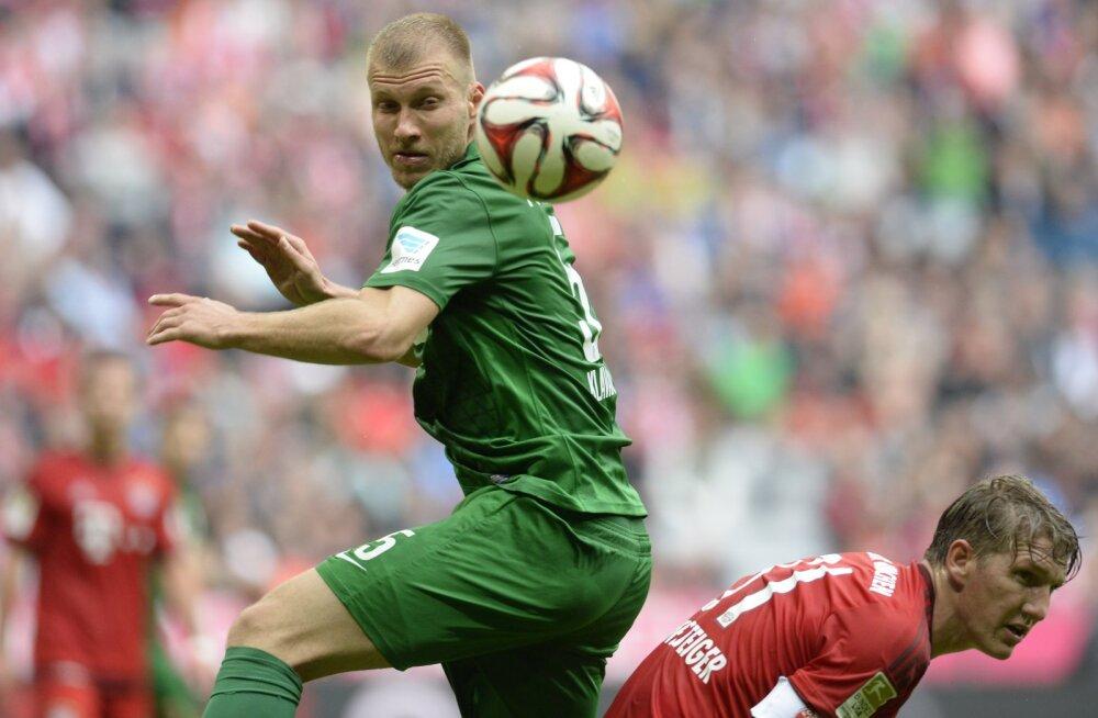 Klavan võitluses Bastian Schweinsteigeriga