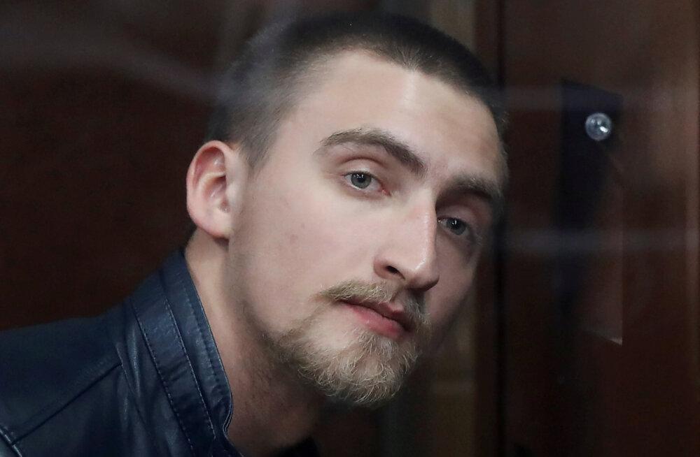 Актера Павла Устинова отпустили под подписку о невыезде