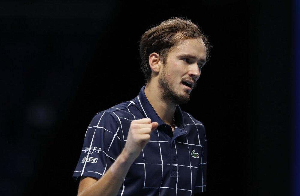 VIDEO | Raskest seisust välja tulnud Medvedev lülitas poolfinaalis Nadali konkurentsist