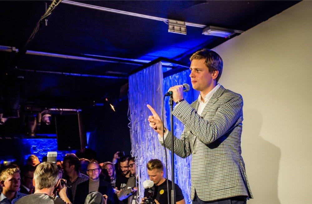 Eesti e-residentsuse programmi tegevdirektor Kaspar Korjus (paremal) käis välja Eesti krüptoraha idee. Sellega saaksid nii e-residendid kui ka oma elanikud Eestis avalike ja erasektori teenuste eest tasuda.