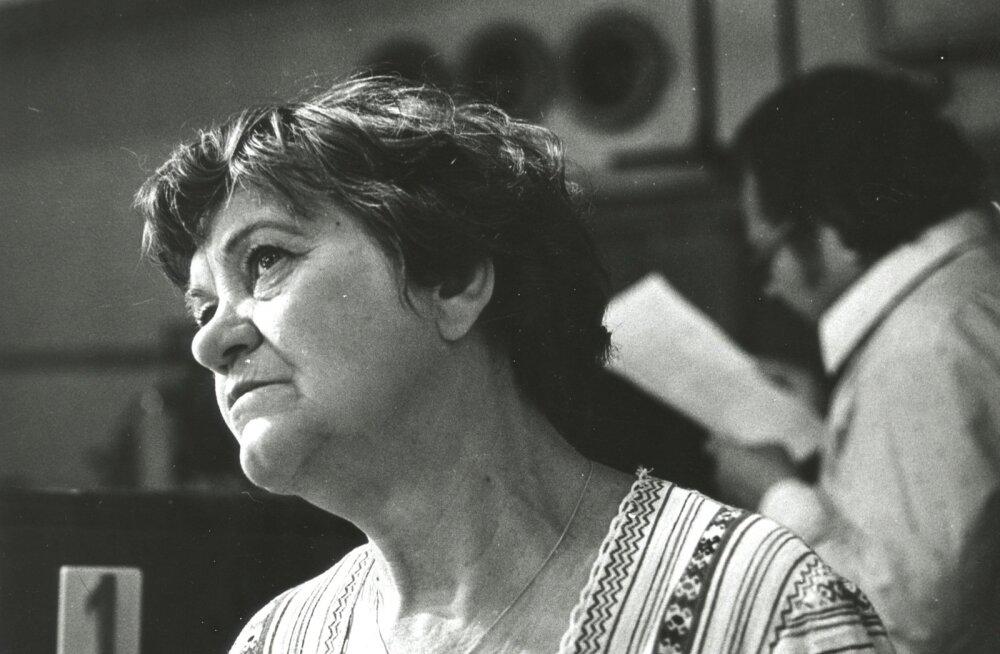 Herta Elviste kehastas alates 1958. aastast teatrilaval enam kui 120 rolli.
