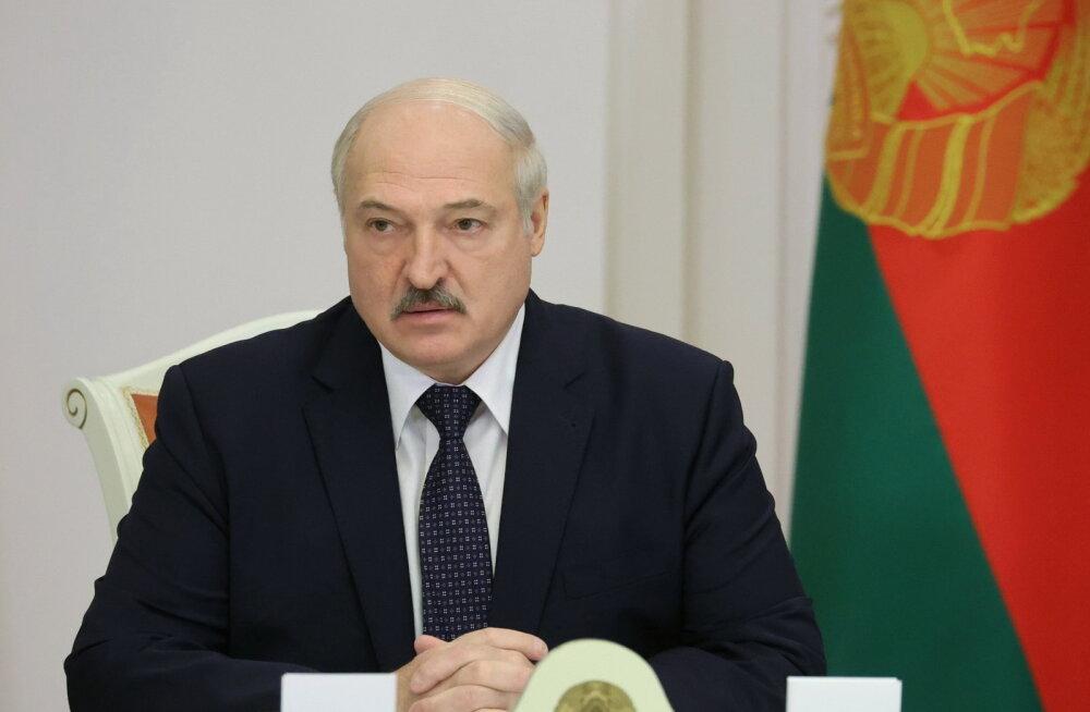 Lukašenka teatas valmisolekust osa oma volitustest ära anda