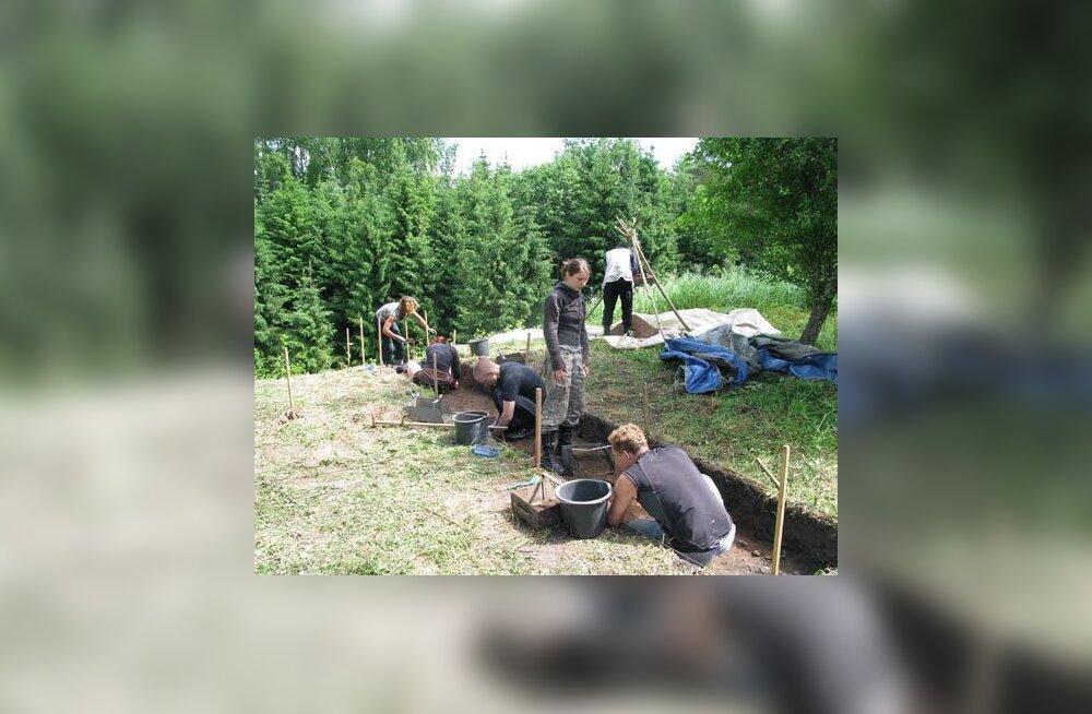 Kaevamiste algusjärk linnamäel. Foto: Anti Lillak