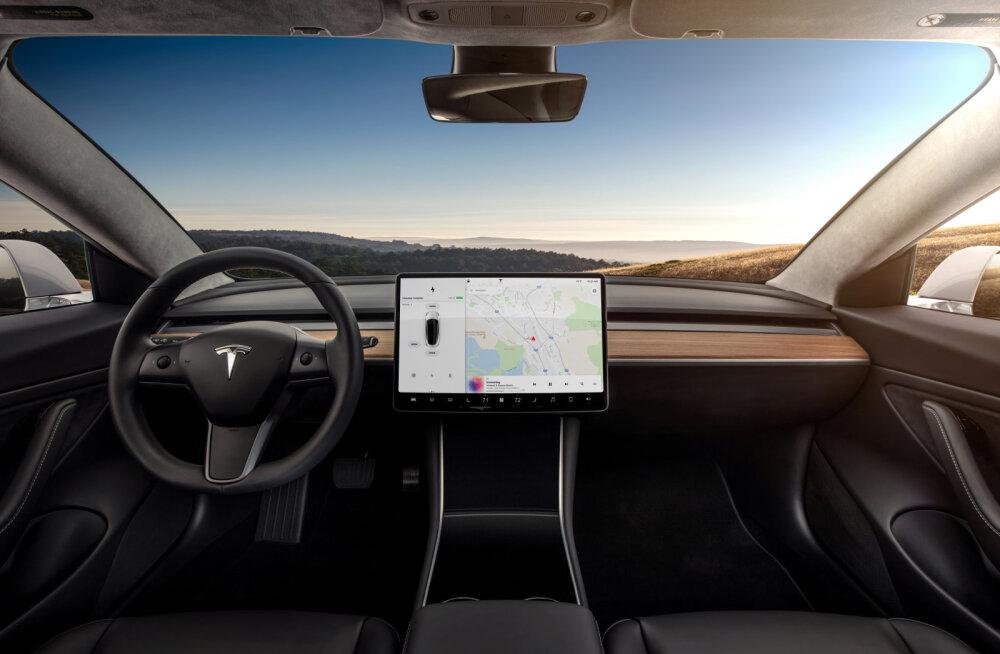 """Elon Musk: """"Kui tahad, võid oma Teslas vaadata filmi või magada"""" … 50 000 euro eest"""