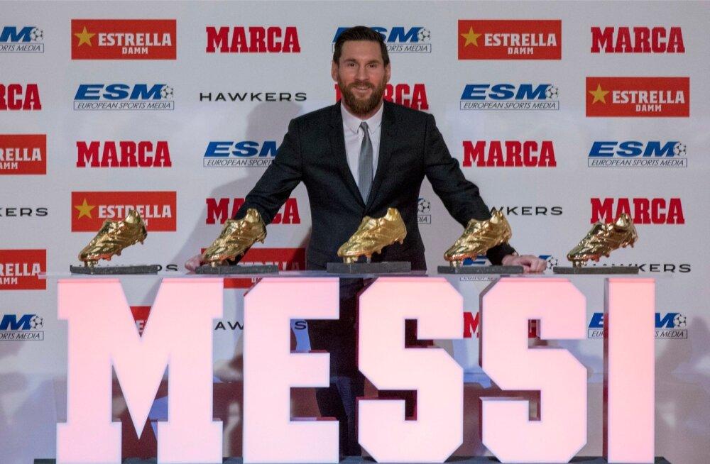 Lionel Messi enda Kuldsete jalgpallisaabastega.