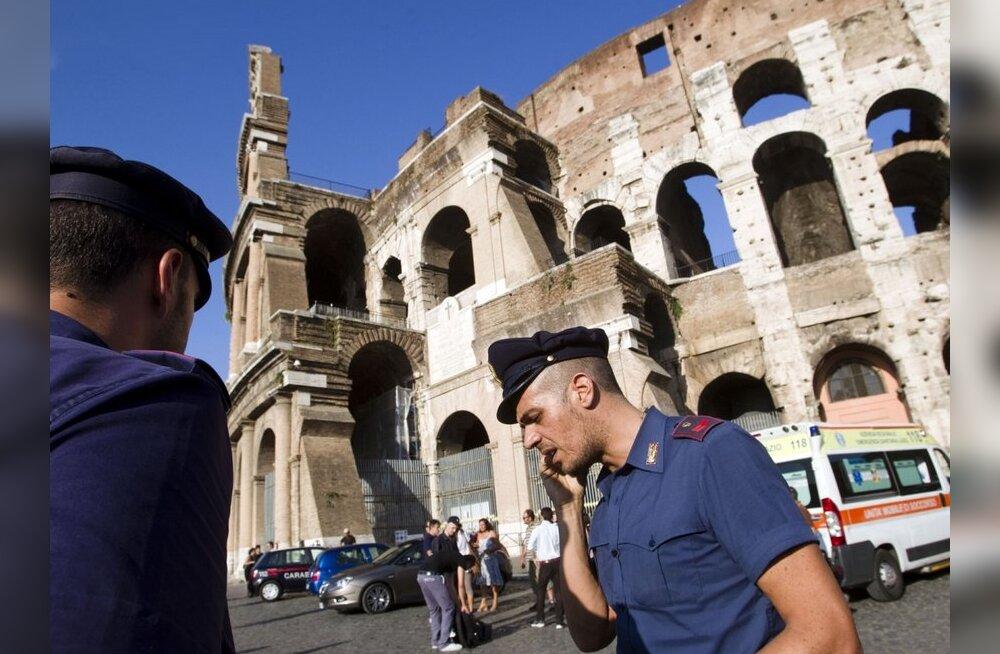 politsei Rooma Colosseumi juures