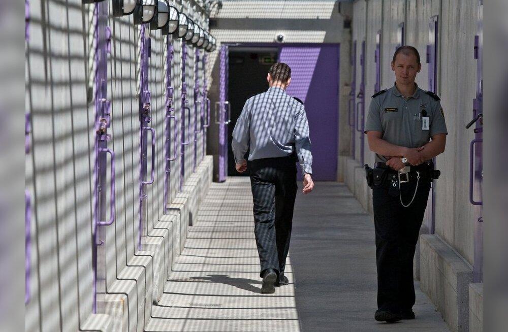 ФОТО: В современной Вируской тюрьме едят только ложками, а за встречу с любимым надо платить