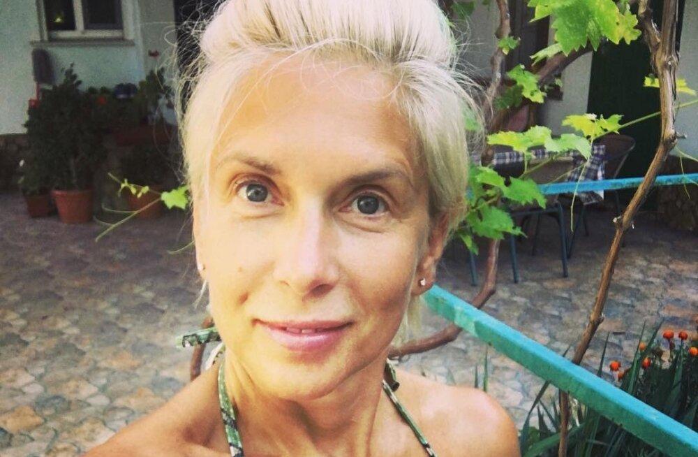 """ФОТО: """"Я готова, несите пенсию"""": Свиридова встречает 55-летие в бикини"""
