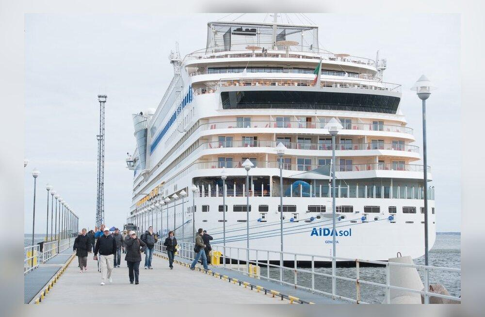 FOTOD ja VIDEO: Tallinna jõudis selle hooaja esimene kruiisilaev