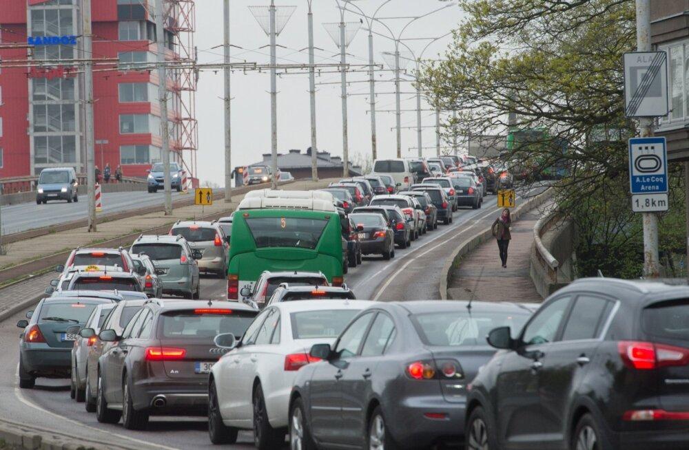 Liiklusummik Pärnu maanteel