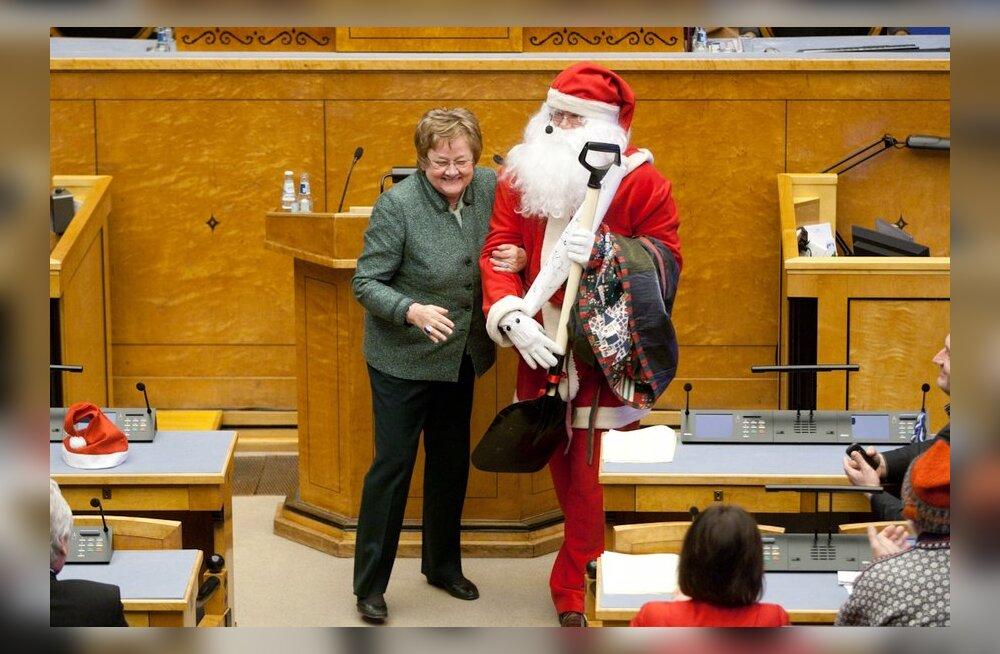Ene Ergma jõuluvanaga riigikogus