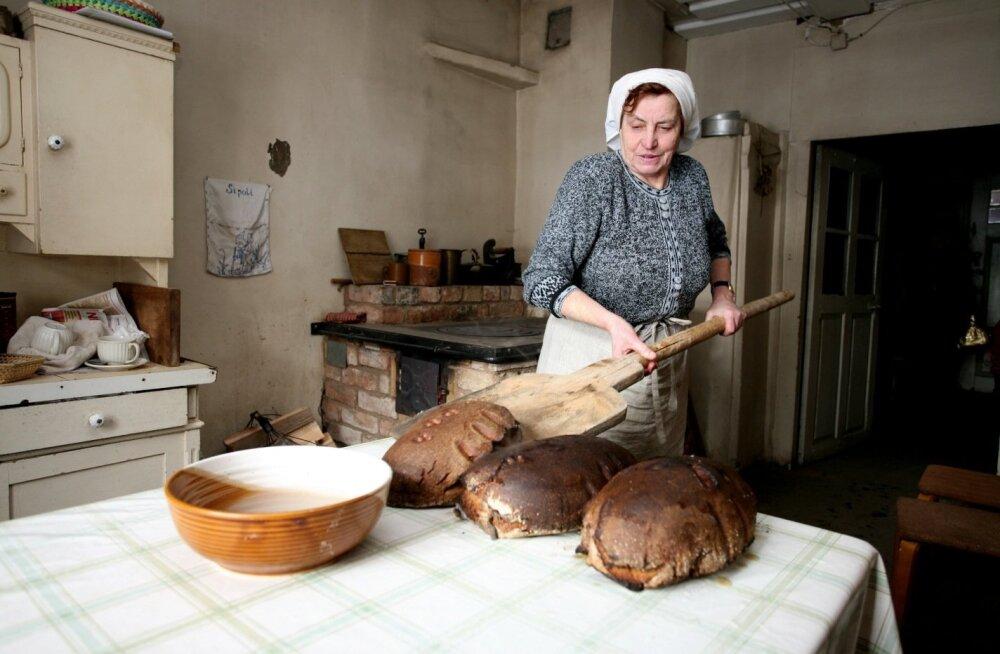 Suured rasked rukkileivapätsid käivad lätlaste toidukultuuri juurde nagu meilgi. Maitse on küll teine ja väärib proovimist.