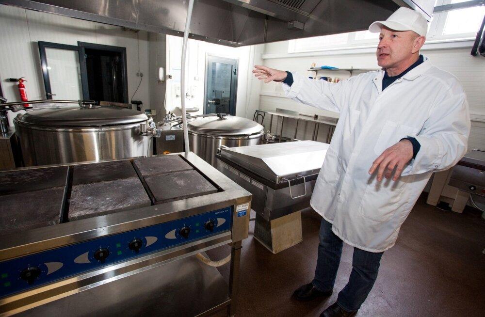 """Eesti Eine juht Indrek Kirss end süüdi ei tunne. """"Meil oli haiglatega kokkulepe, millal pidime uue köögi valmis ehitama ja vanad ruumid vabastama. PRIA teavitas, et avab taotlustevooru augustis, aga avati kolm kuud hiljem!"""" räägib ta."""