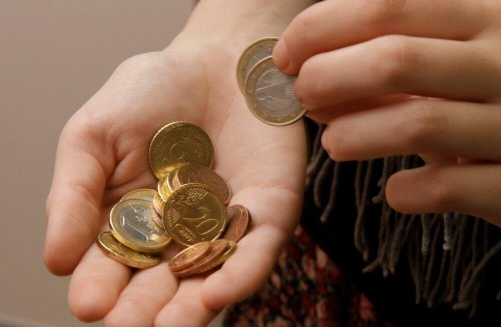 Hinnad langevad mitmendat kuud. Mis on selle põhjused ja kui kaua see jätkub?
