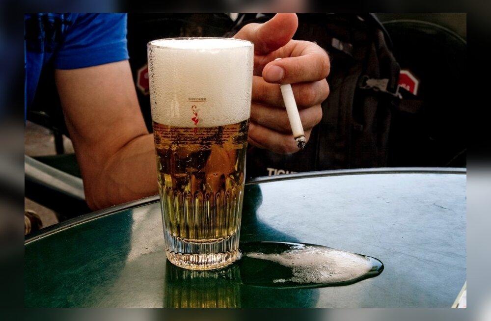 ТАБЛИЦА: Сколько стоят алкоголь, сигареты и наркотики в разных странах. А в Эстонии?