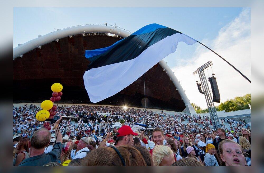 Eesti lipp lehvimas laulupeol